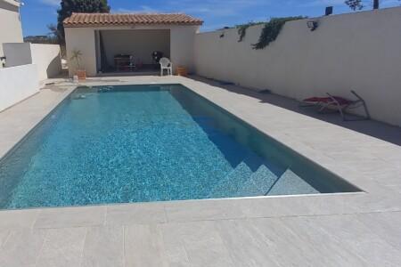 Maison et piscine à l'abri des regards
